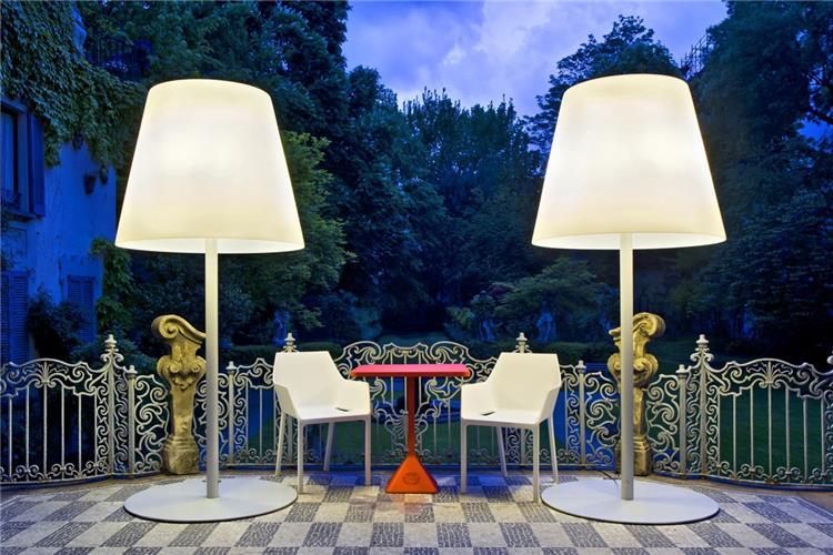 Illuminazione da esterno pisa artemide nuda t lampada da terra