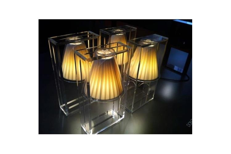 Kartell Light Air Da Tavolo Lampada Da Tavolo In Vendita Online Su Mobilcasa Pisa