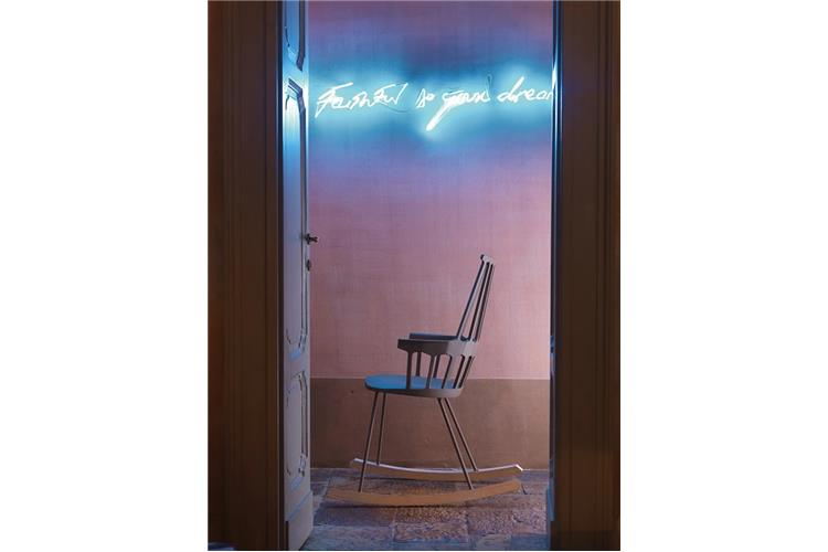 Il Dondolo Sale.Kartell Comback Dondolo 5956 Chair Online Sale On Mobilcasa Pisa