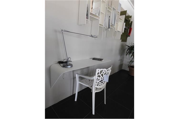 Mdfitalia mamba scrivania mensola in vendita online su for Scrivania design outlet